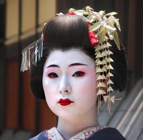 16-Sannenkaza-Geisha-Kyoto