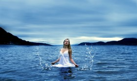 unique-woman-sea-water