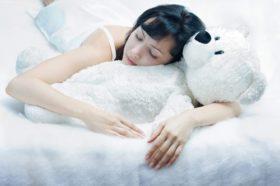 Поза по време на сън: има ли риск за здравето ни?