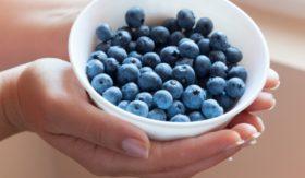eating-blueberries