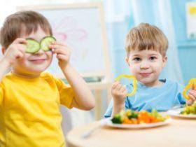 kidseatingfood