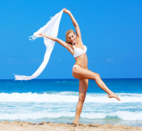 dancing-happy-girl-on-the-beach-anna-omelchenko